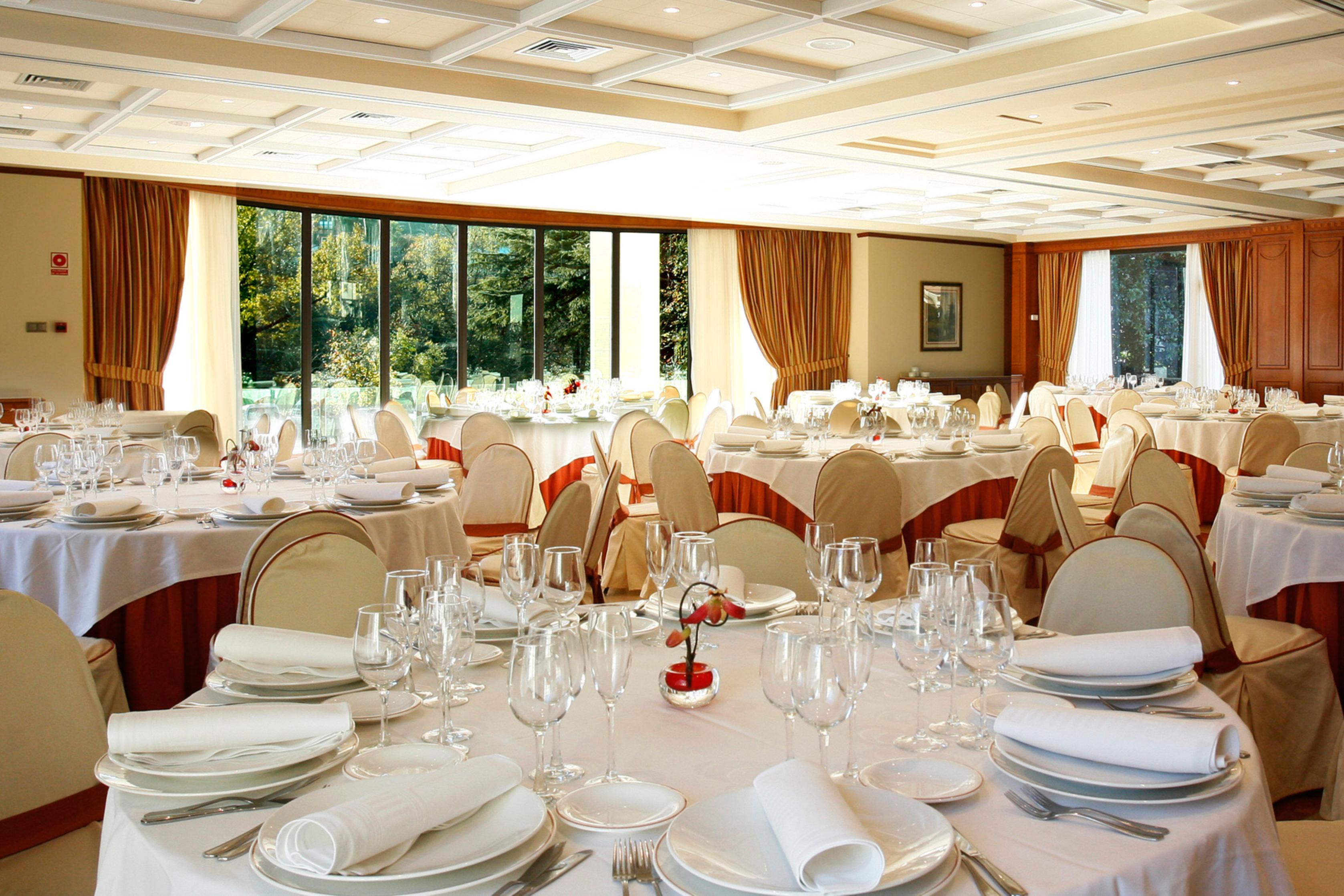 La boda perfecta en el gran hotel balneario de puente for Salones para casamientos